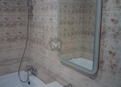 вид мойки зеркала поле ремонта в ванной