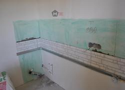 Укладка плитки в рабочей зоне кухни
