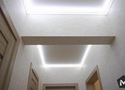 вид освещения потолка в коридоре